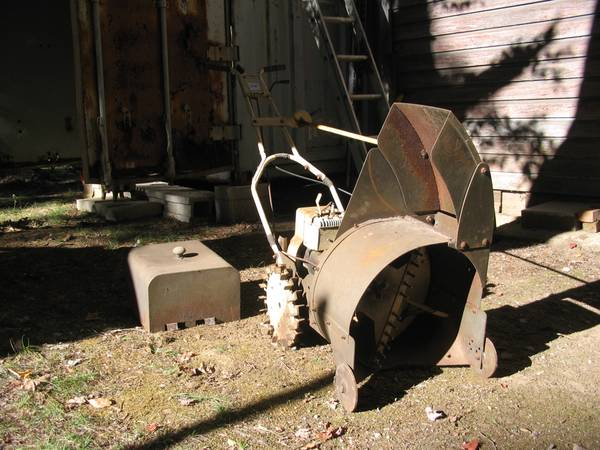 What the heck?  Anyone ever seen a Craftsman snowblower like this one?-cman4.jpg