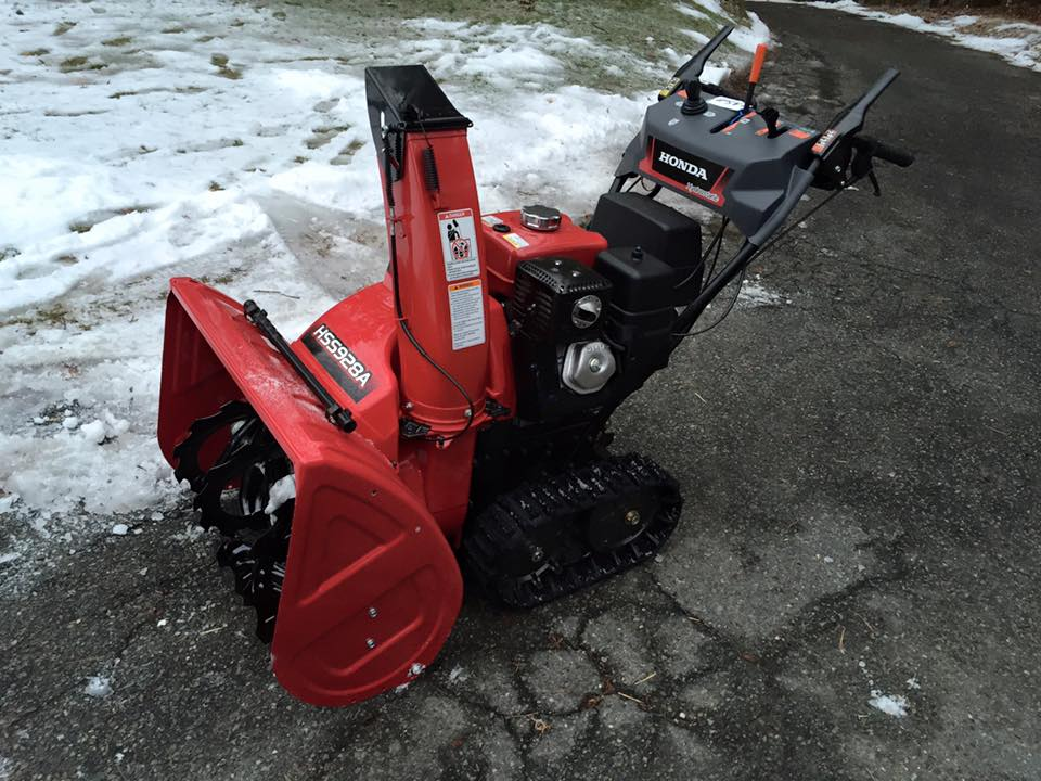 REVIEW: HSS928 vs  20 year-old 828 - Snowblower Forum : Snow