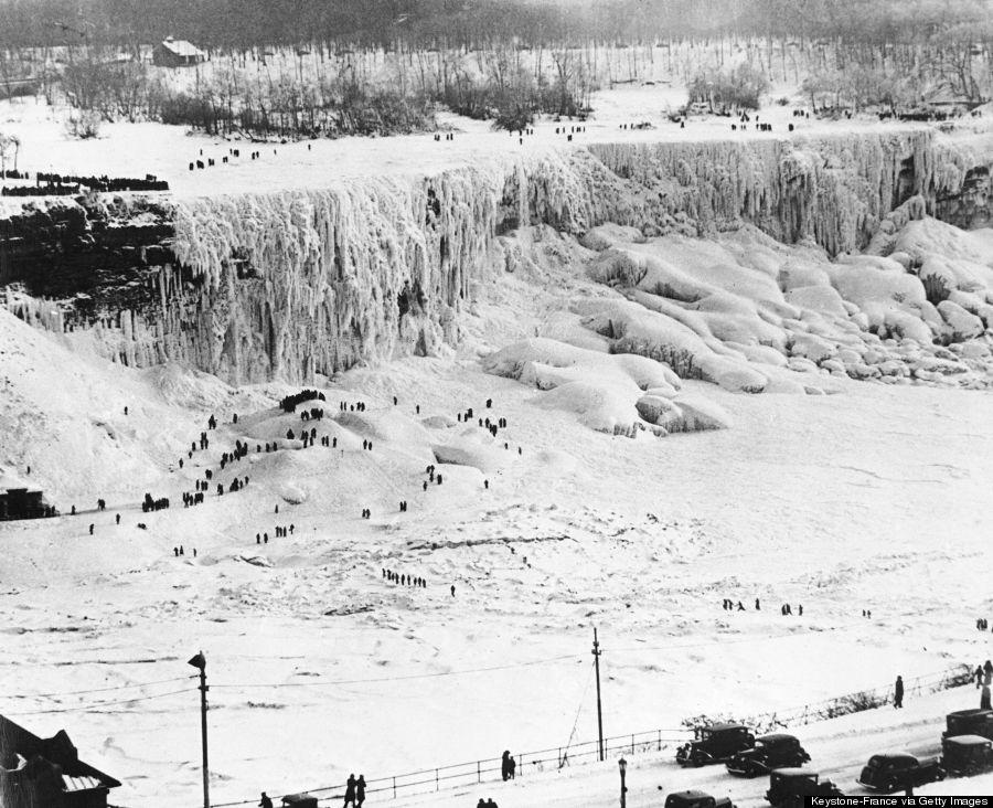 Frozen water main to house-o-niagara-falls-frozen-900.jpg